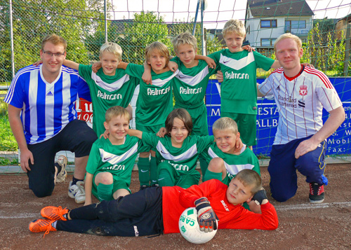 Unsere neue F-Jugend mit ihren Trainern Andreas Bous und Aaron Lang